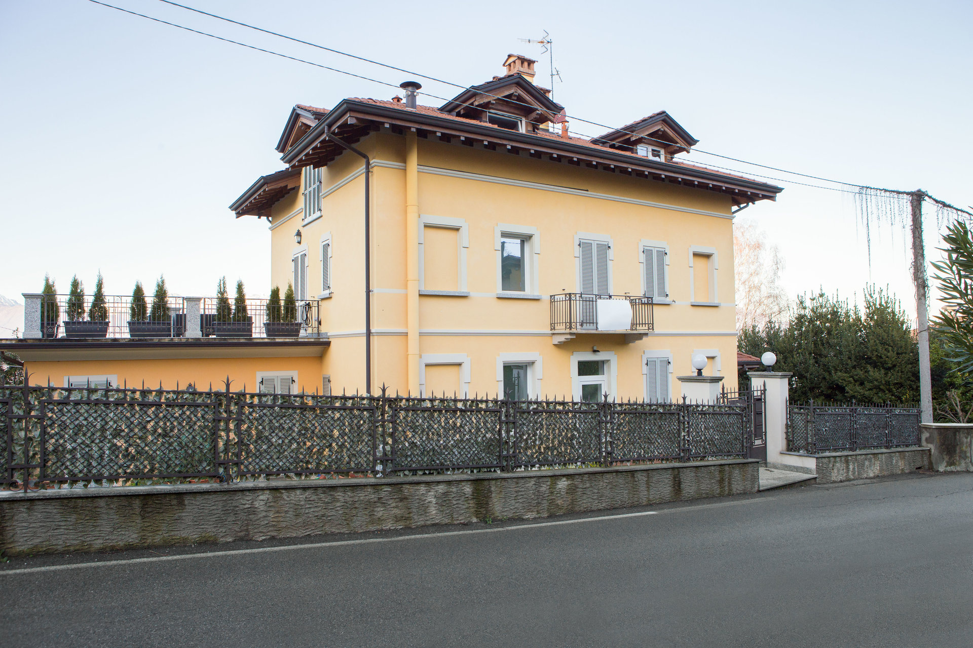 Furnished apartment for sale in Stresa - period villa in Vedasco