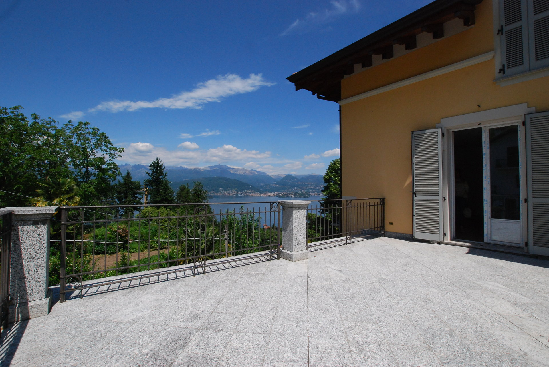 Furnished apartment for sale in Stresa - lake view