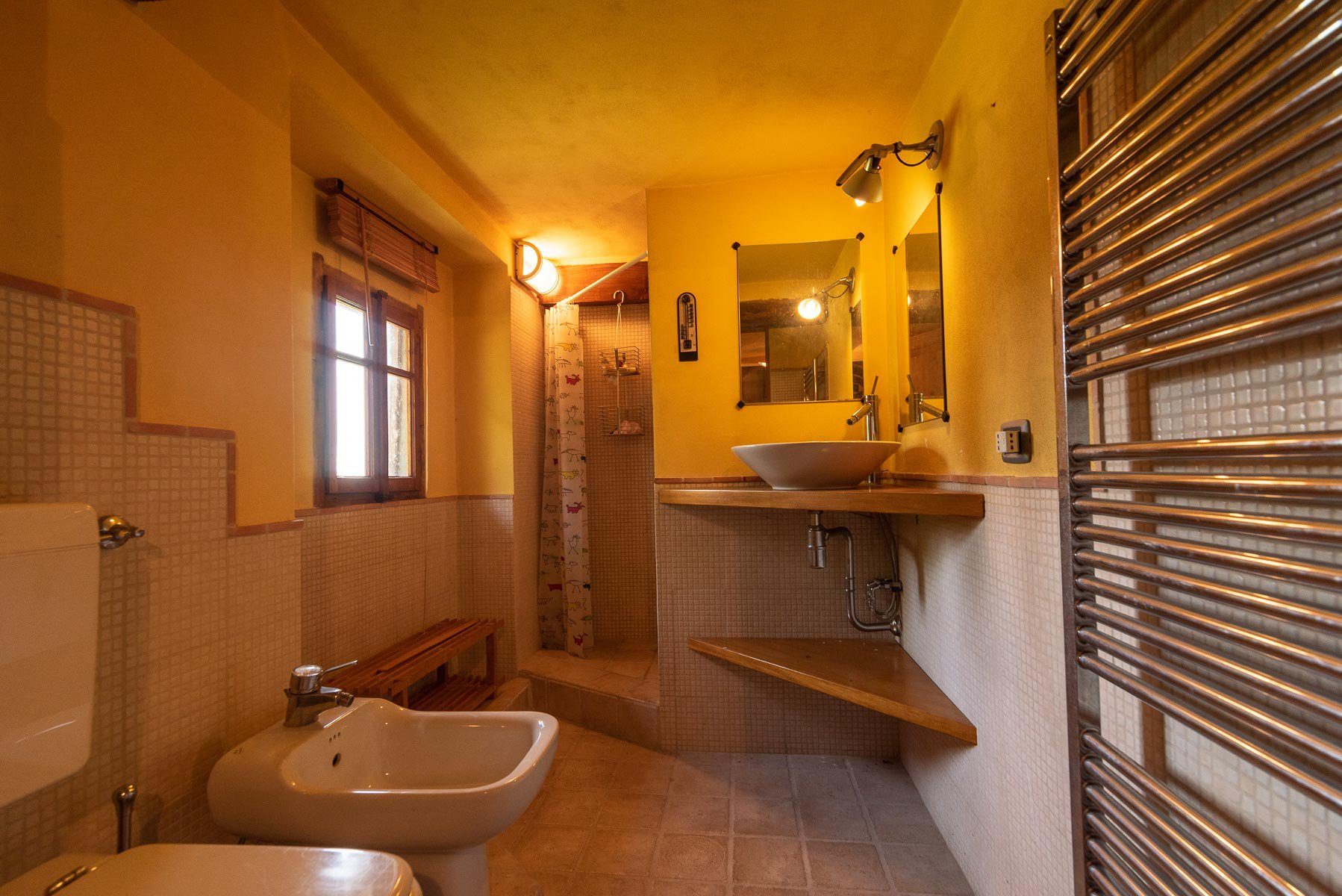 House in Paruzzaro for sale near the lakeside- bathroom 02