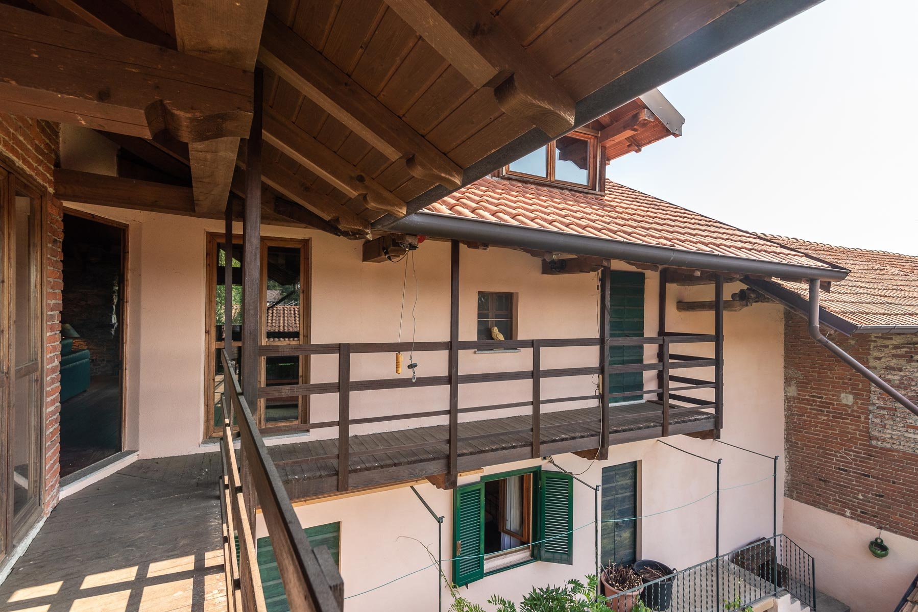 House in Paruzzaro for sale near the lakeside-terrace