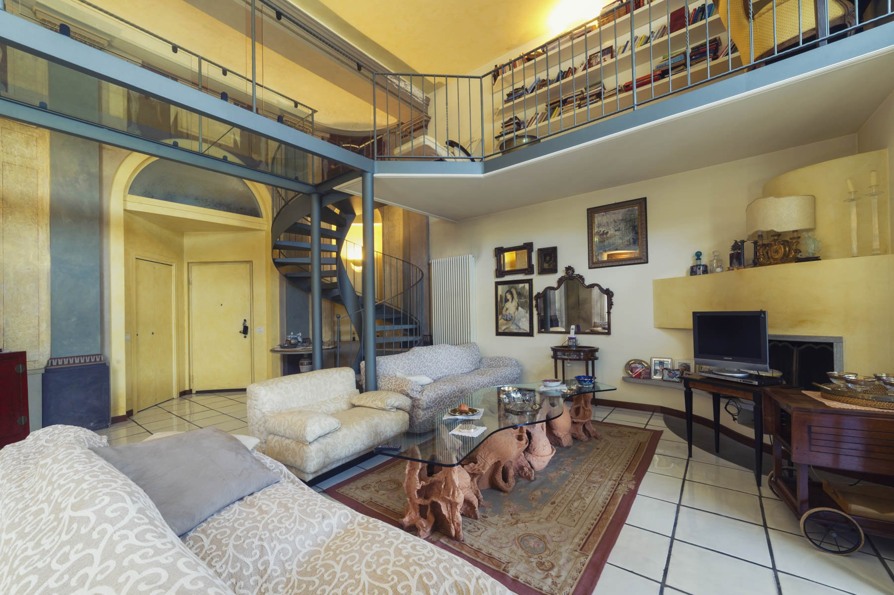 Prestigious apartment for sale in Castelletto Ticino - living room