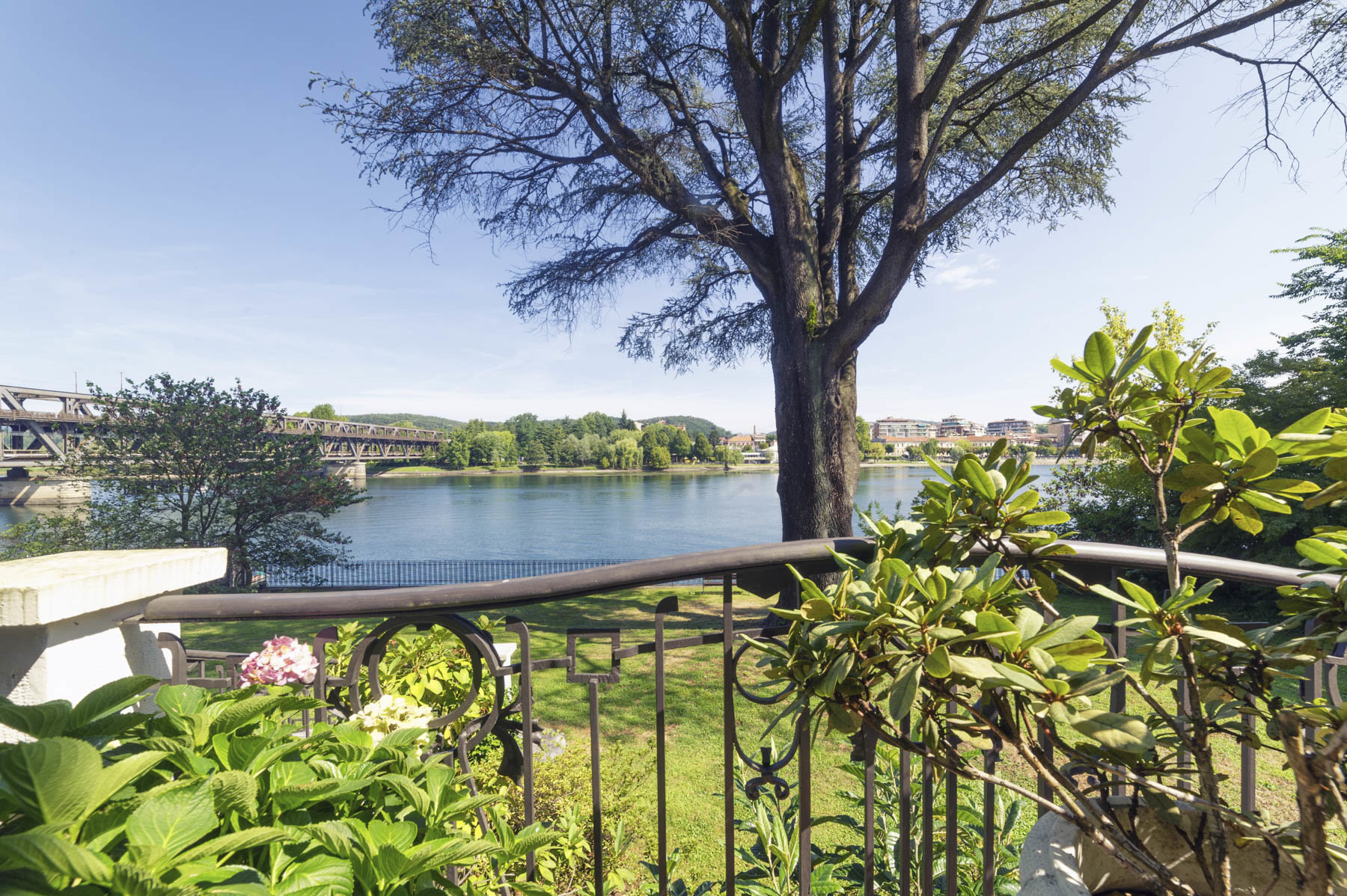 Prestigious apartment for sale in Castelletto Ticino - view