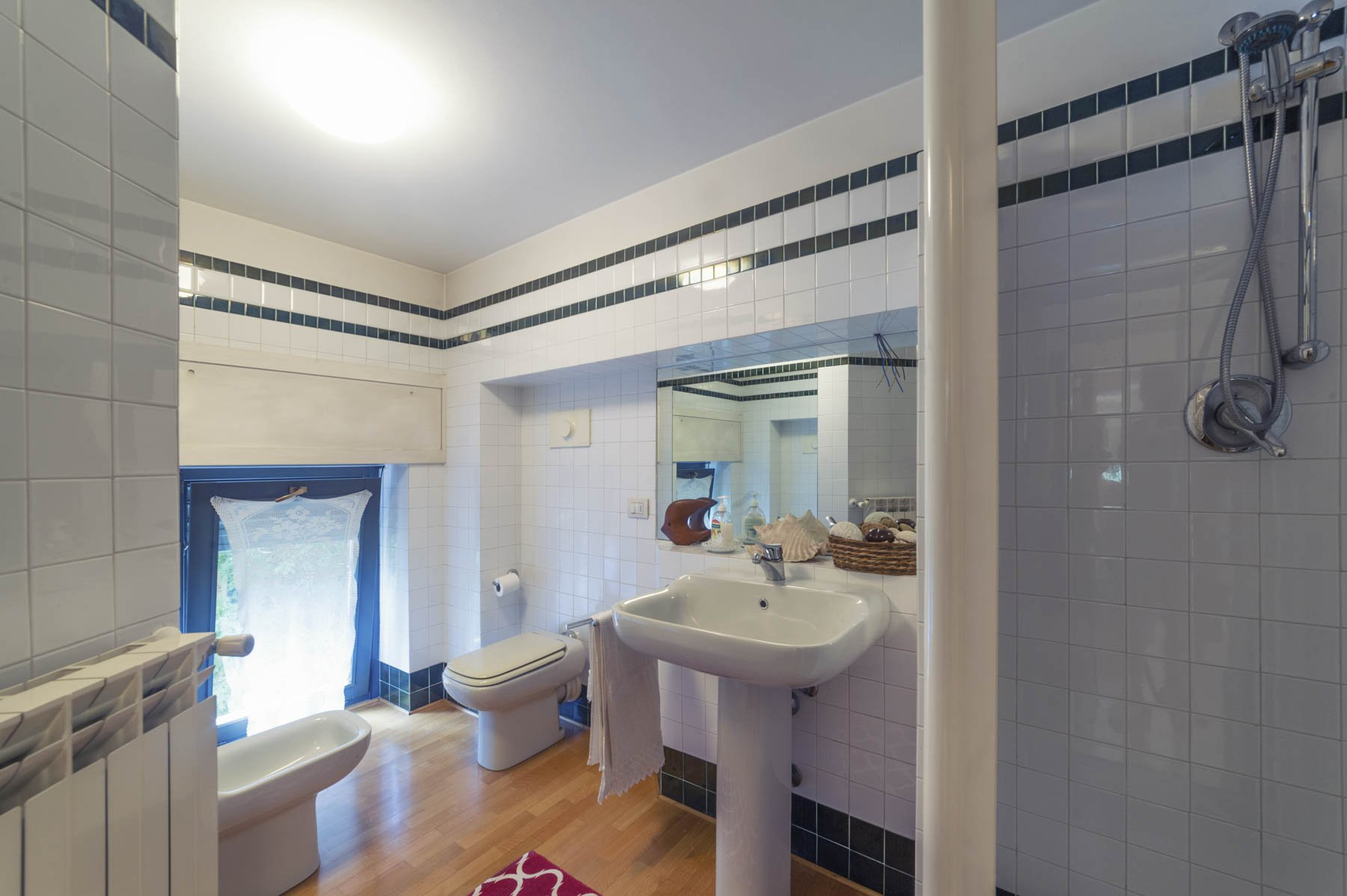 Prestigious apartment for sale in Castelletto Ticino - bathroom