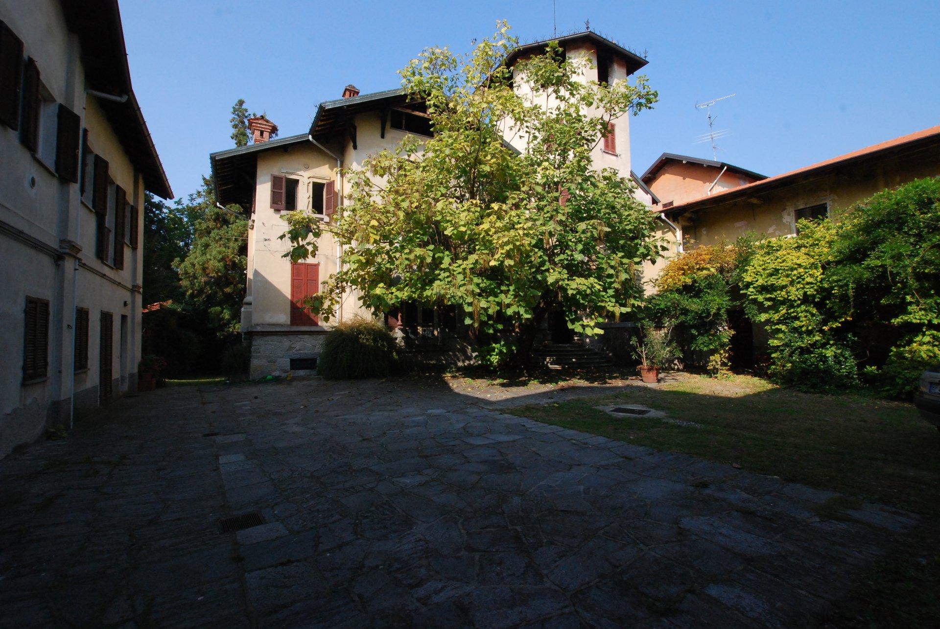 Historic villa for sale in Golasecca