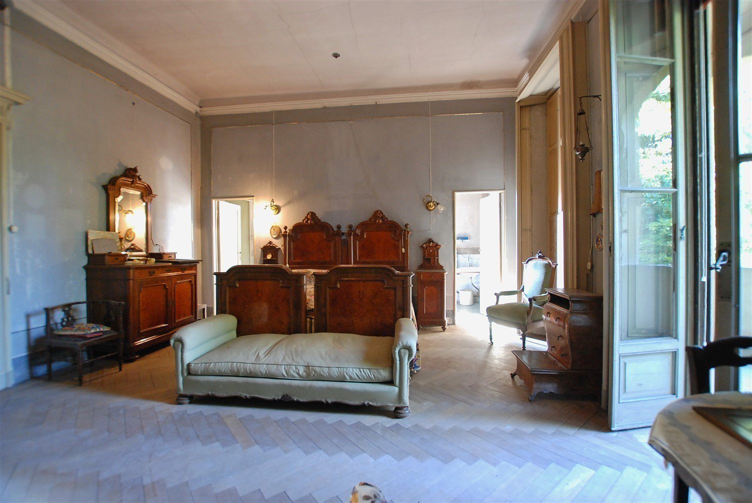 Historic villafor sale in Golasecca - room