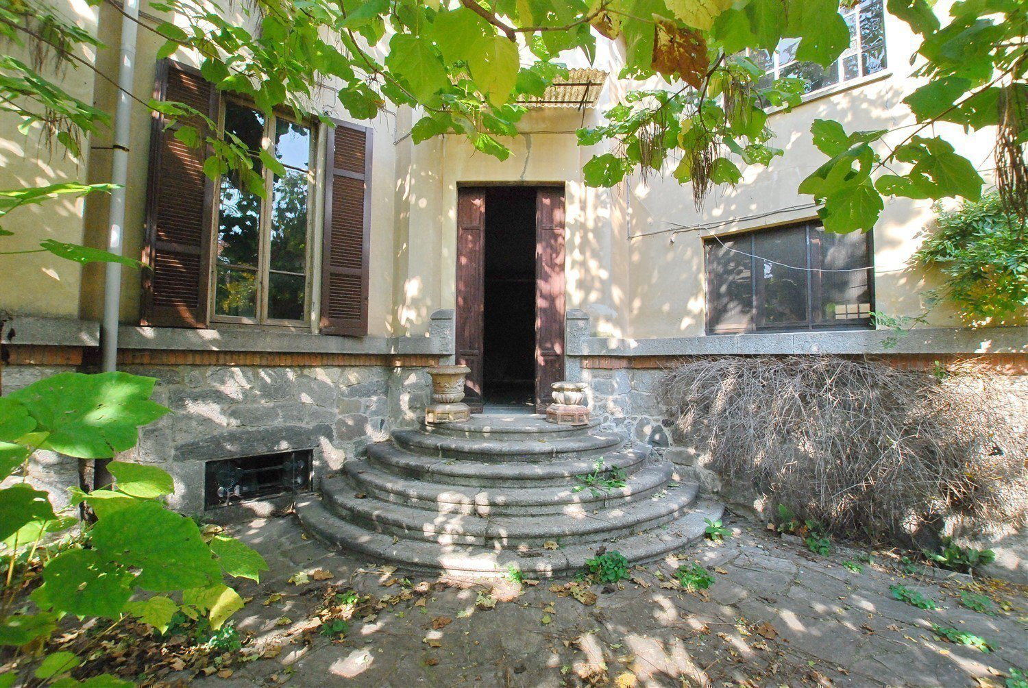 Historic villa for sale in Golasecca - entrance