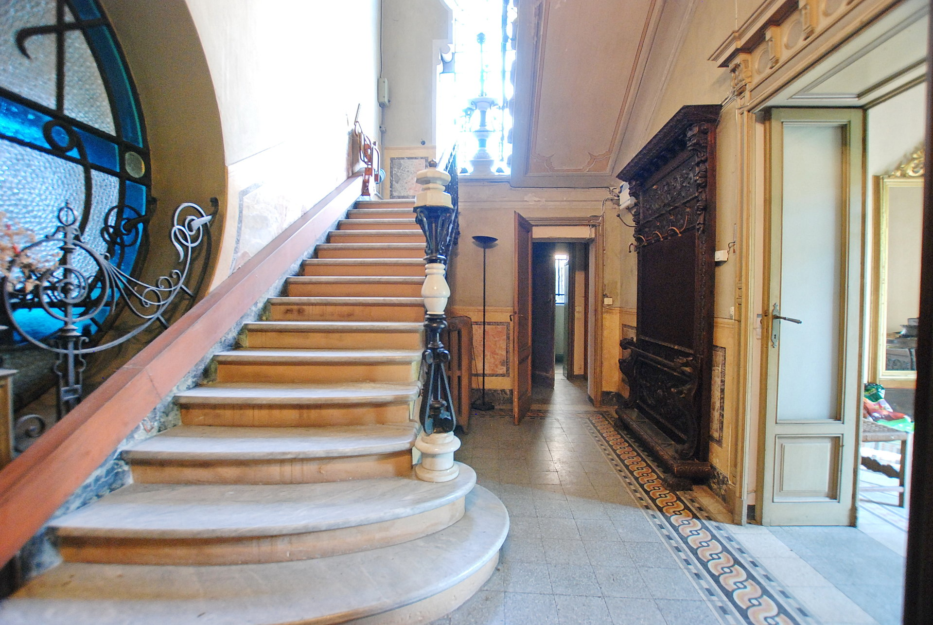 Historic villa for sale in Golasecca - stairs
