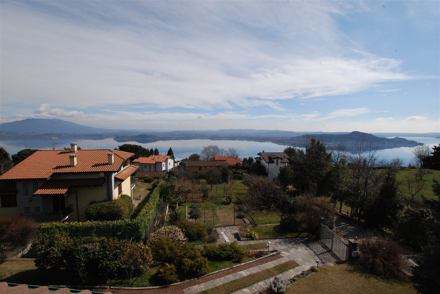 Villa in vendita a Massino Visconti con stupenda vista del lago- vista lago