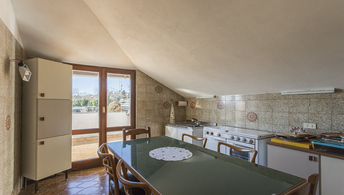 Wonderful lake view villa for sale in Massino Visconti - kitchen