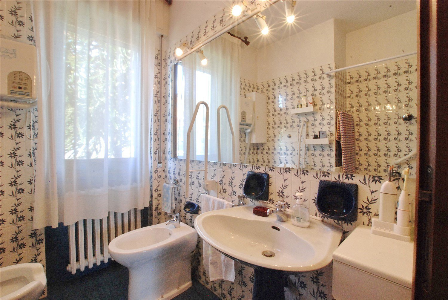 Wonderful lake view villa for sale in Massino Visconti - bathroom