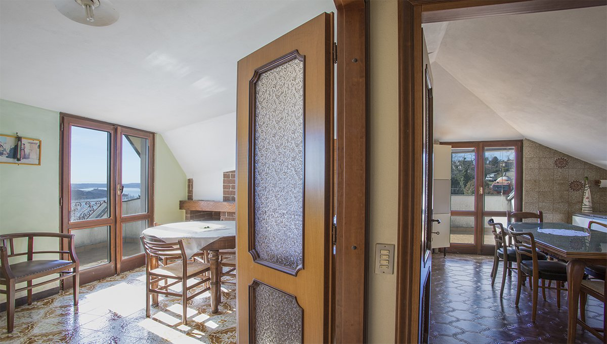 Wonderful lake view villa for sale in Massino Visconti - intern