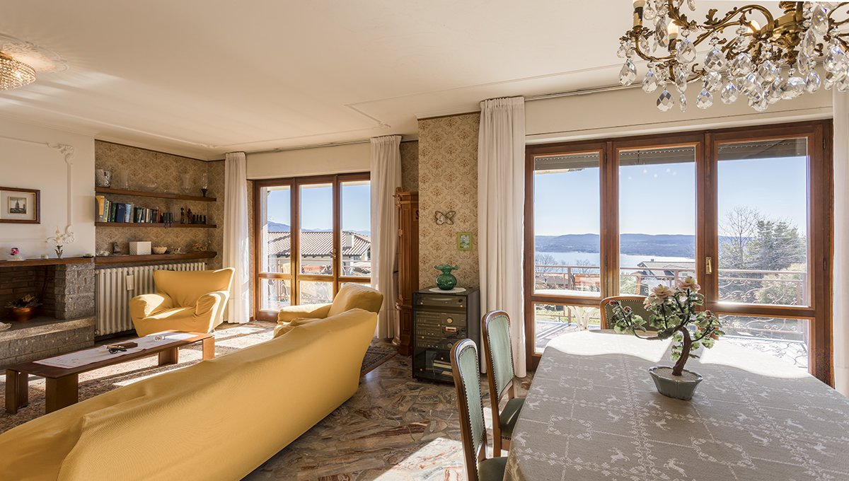 Wonderful lake view villa for sale in Massino Visconti - living room with a view