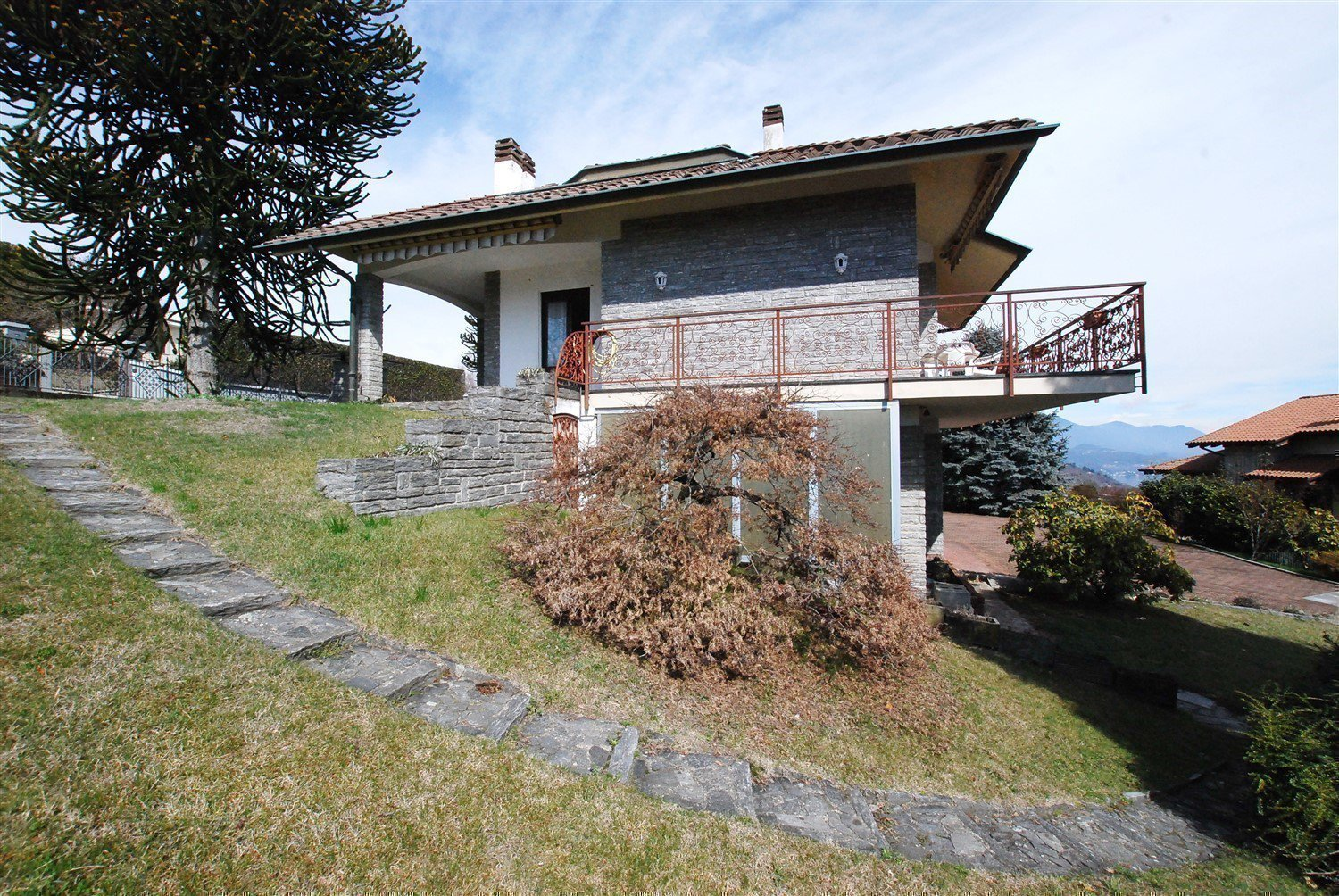 Wonderful lake view vila for sale in Massino Visconti - villa with terrace