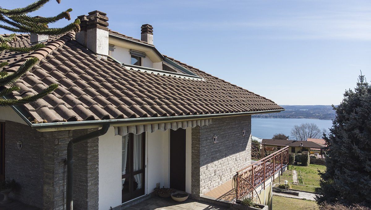 Villa for sale  in Massino Visconti with a wonderful lake view- external real estate