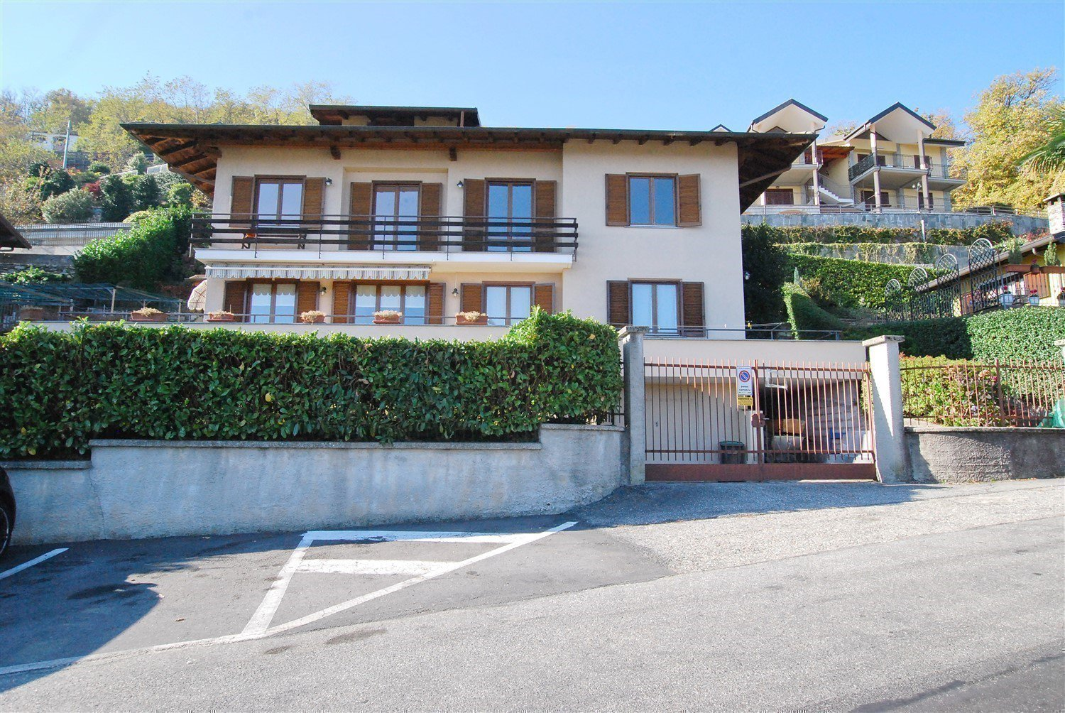 Apartment for sale in Belgirate - facade
