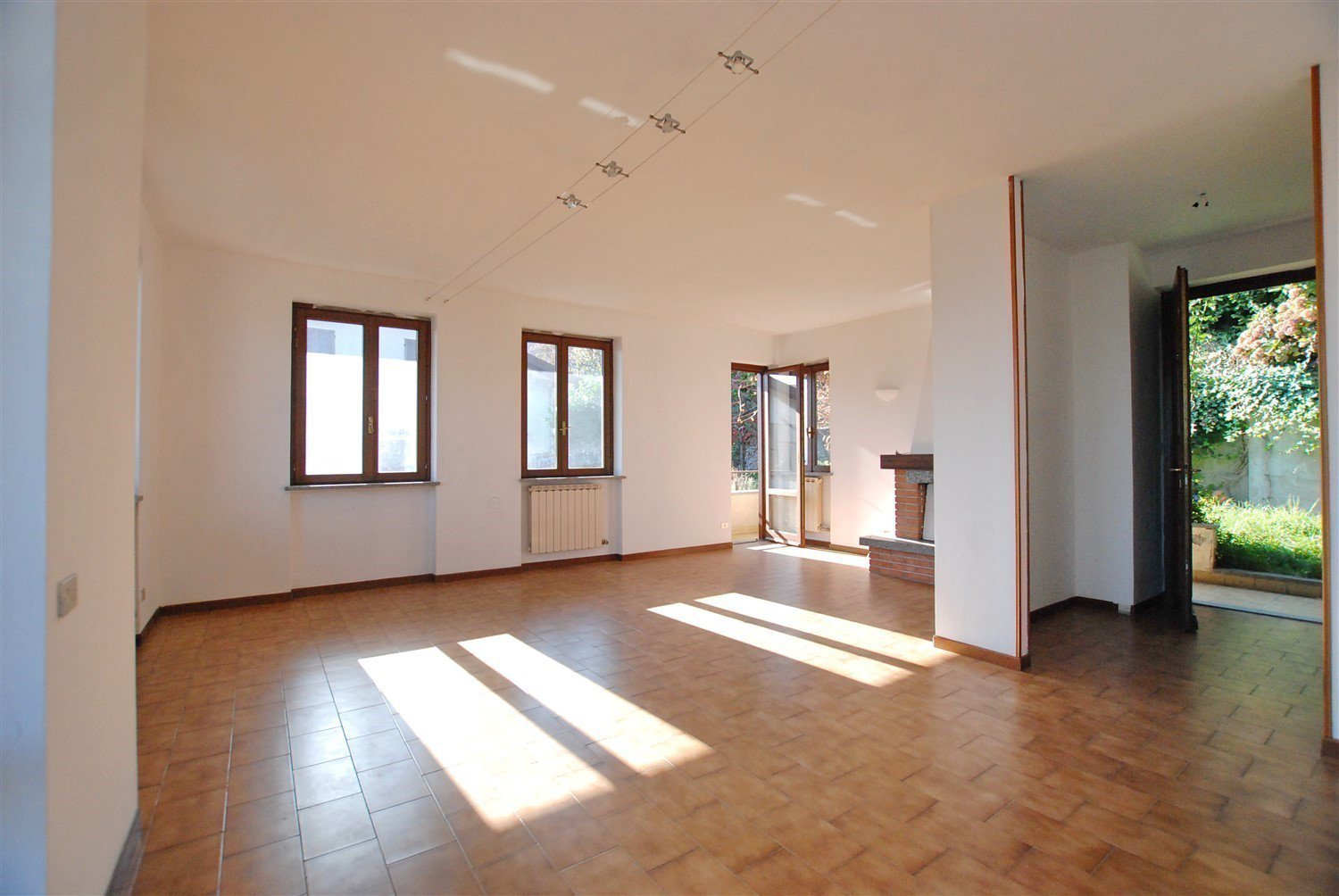 Apartment for sale in Belgirate - living room