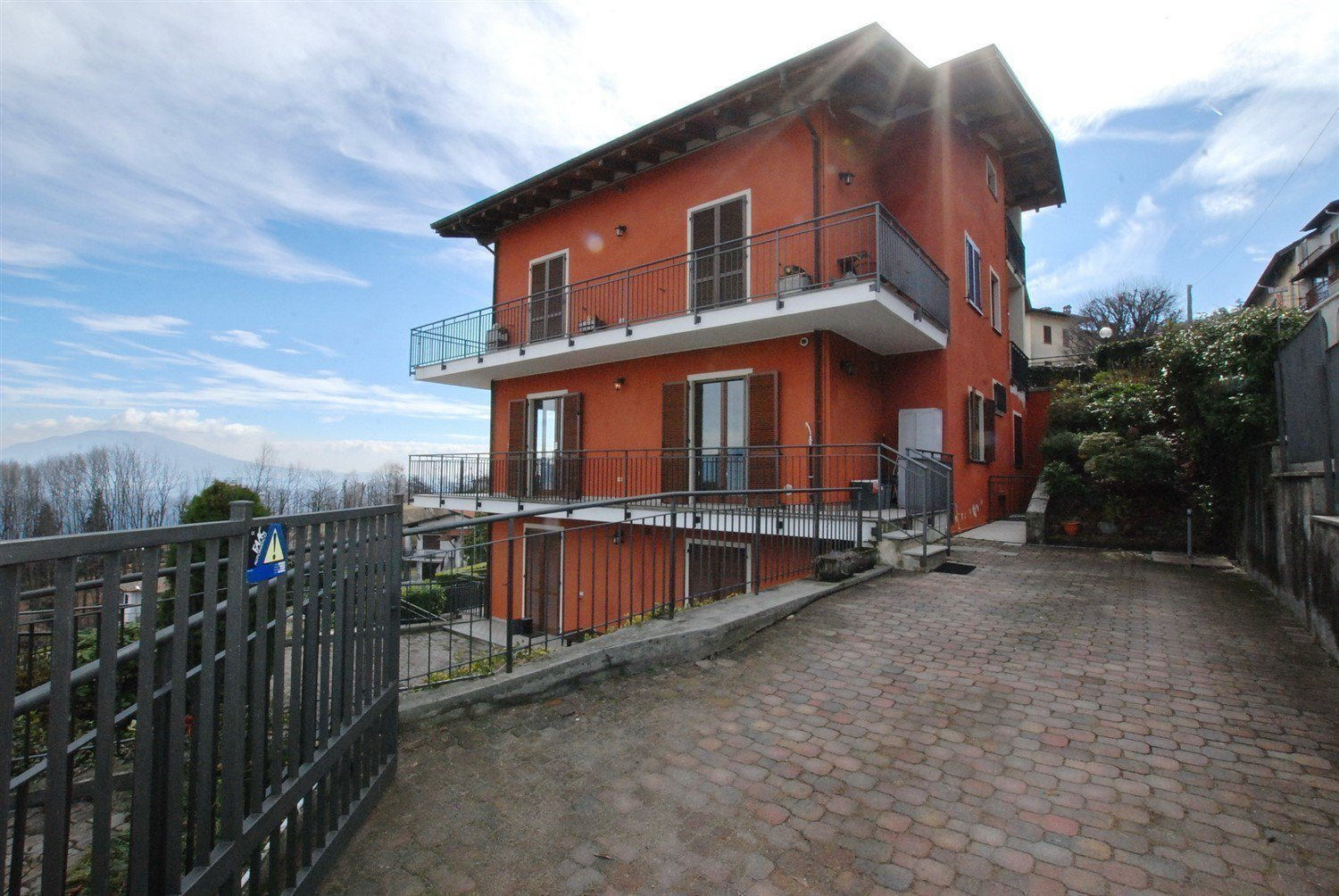 Lake view apartment for sale in Stresa - building's outside