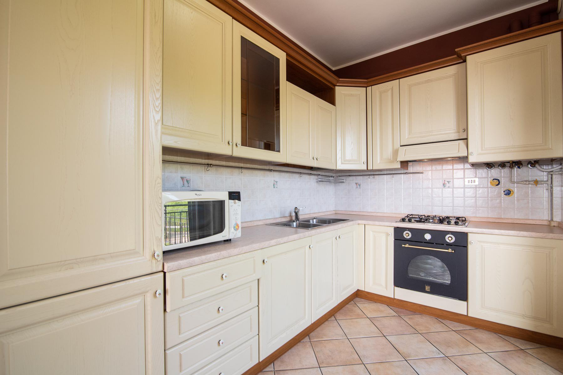 apartament for sale in Stresa with a lake view-kitchen