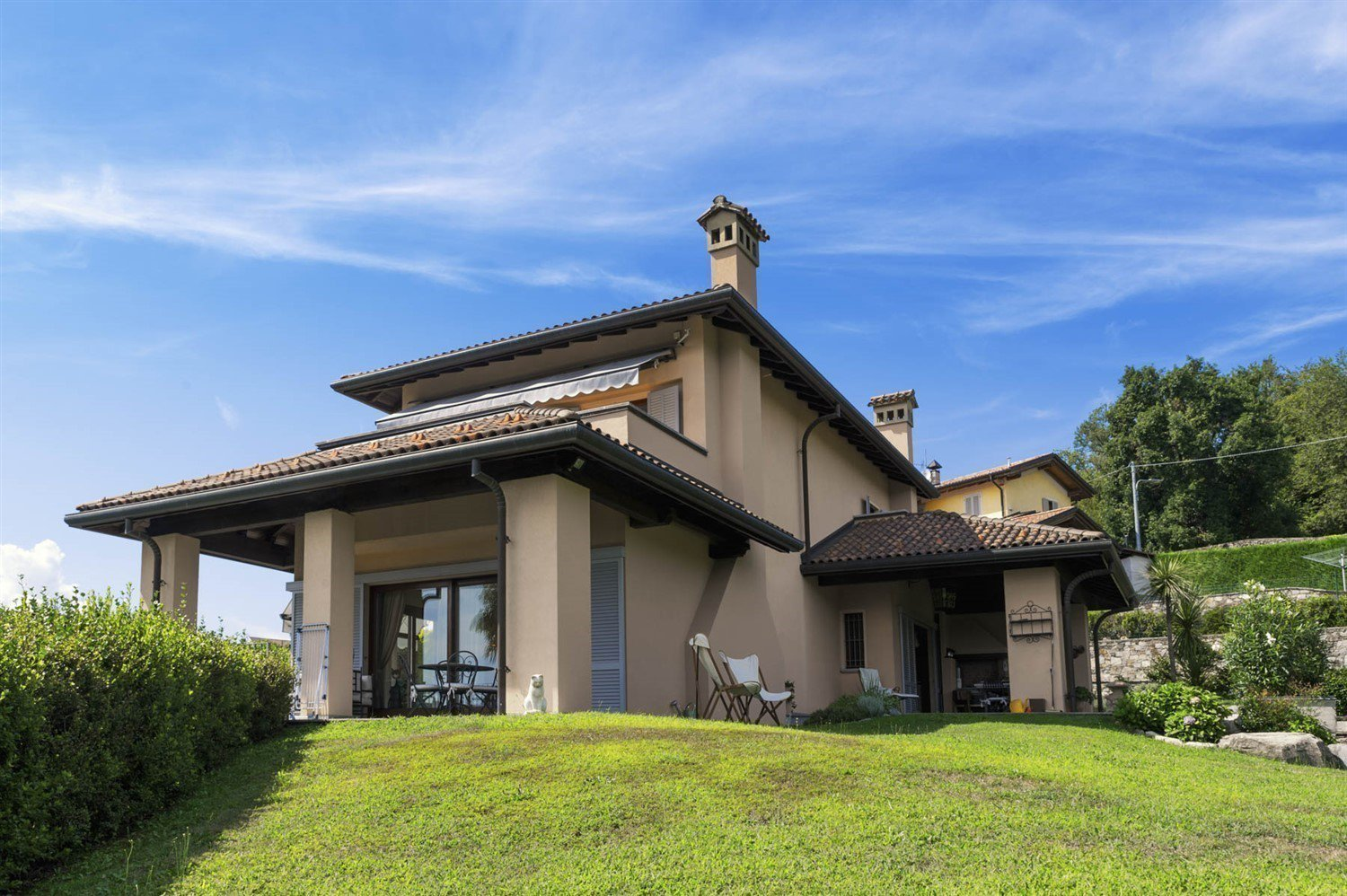 Modern villa for sale on the hill above Verbania with panoramic lake view