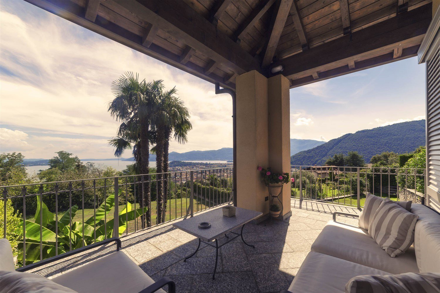 Modern villa for sale on Verbania hill with a panoramic lake view - lake view terrace