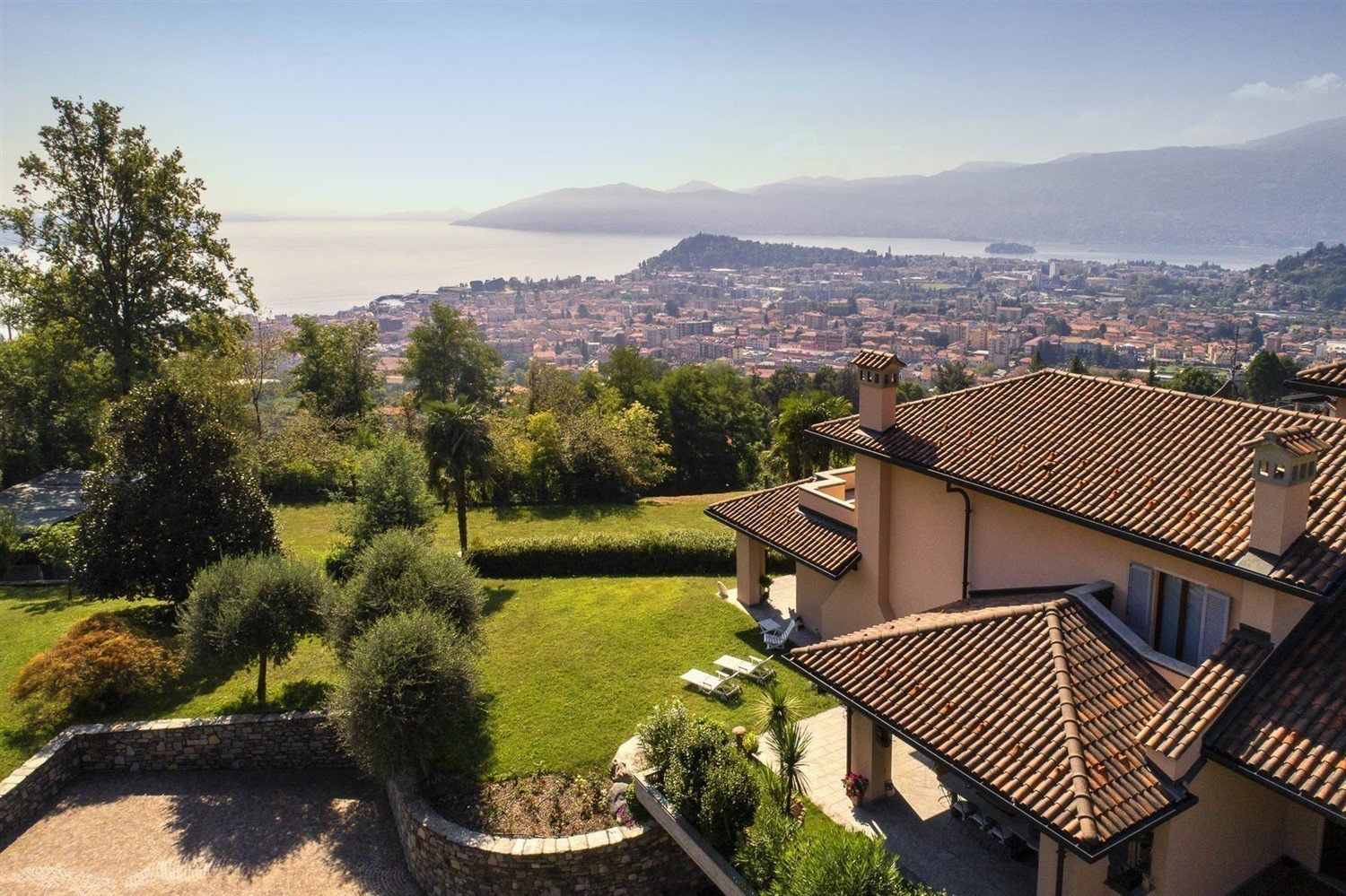 Modern villa for sale on Verbania hill with a panoramic lake view- view