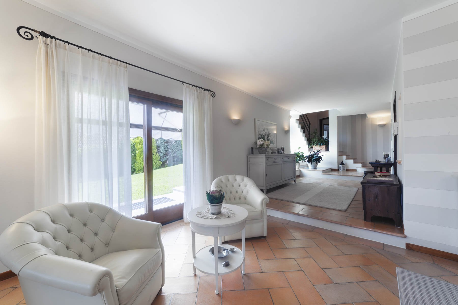 Moderne Villa zum Verkauf auf dem Hügel Verbania mit Panoramablick auf den See