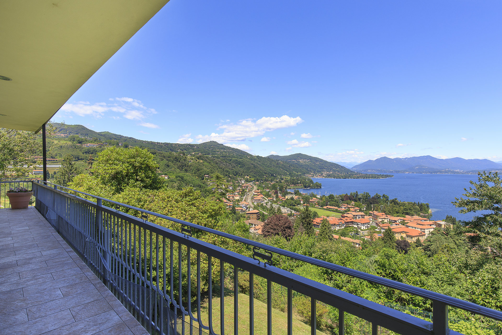 Villa with swimming pool in Meina with lake view