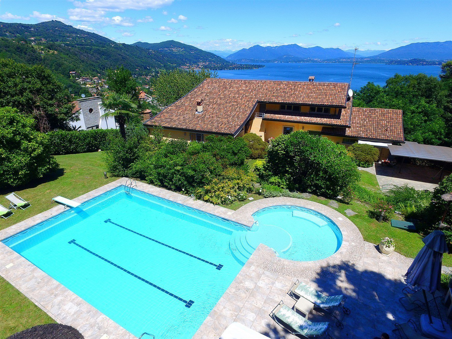 Luxury villa for sale in Meina - villa with swimming pool