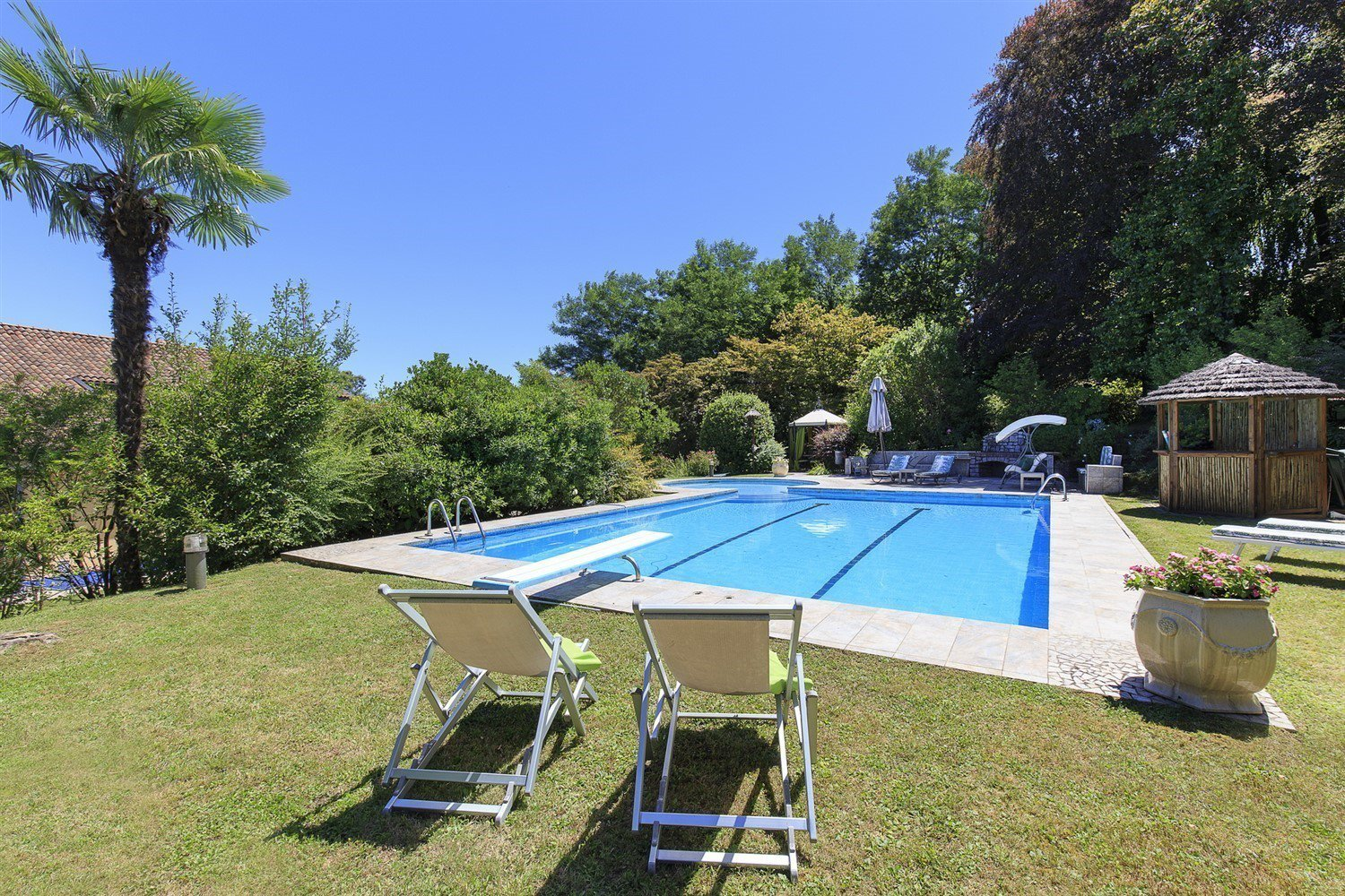 Luxury villa for sale in Meina - garden with pool