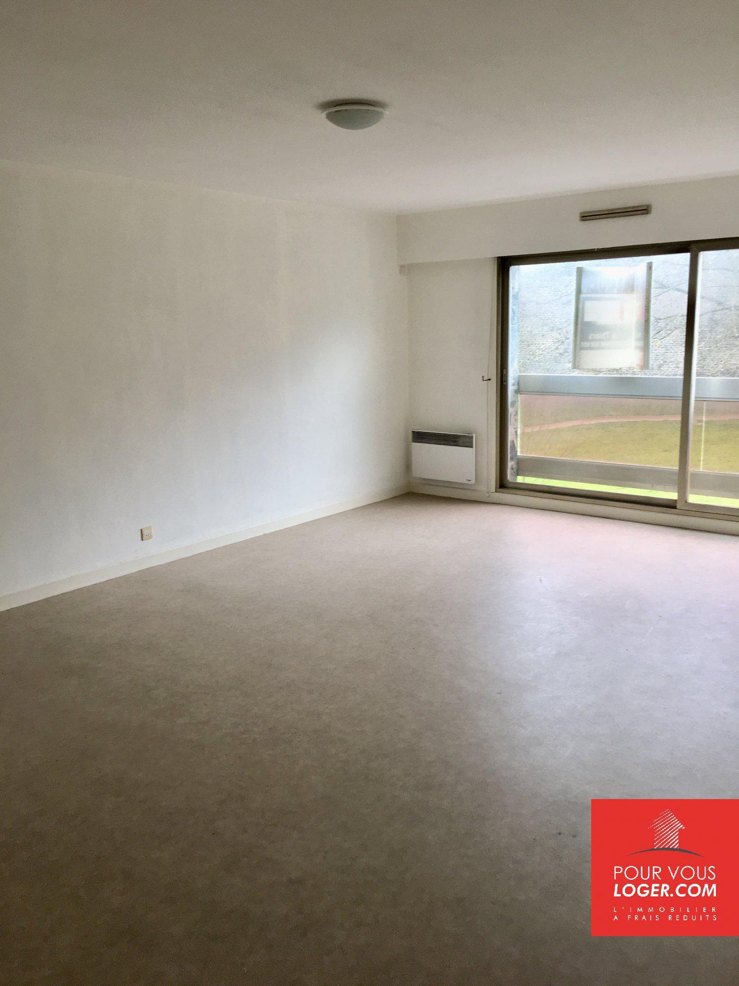 Appartement 2 chambres, place de parking pres des remparts