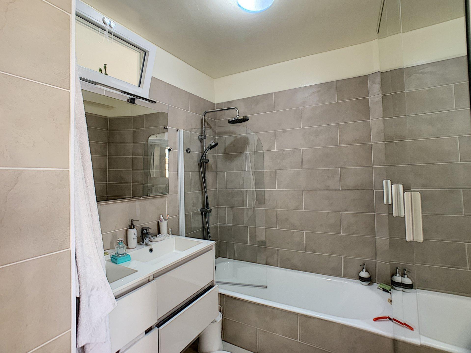CAGNES SUR MER (06800) - Appartement - 2 Pièces - Aperçu mer