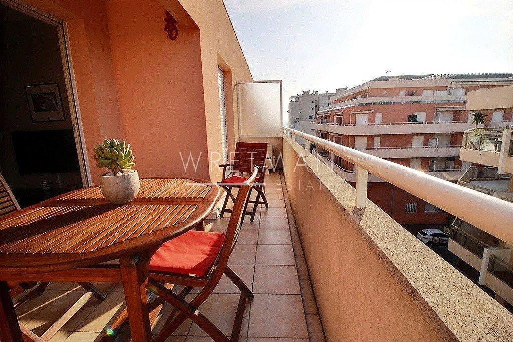 JUAN LES PINS - flat with 2 rooms for sale