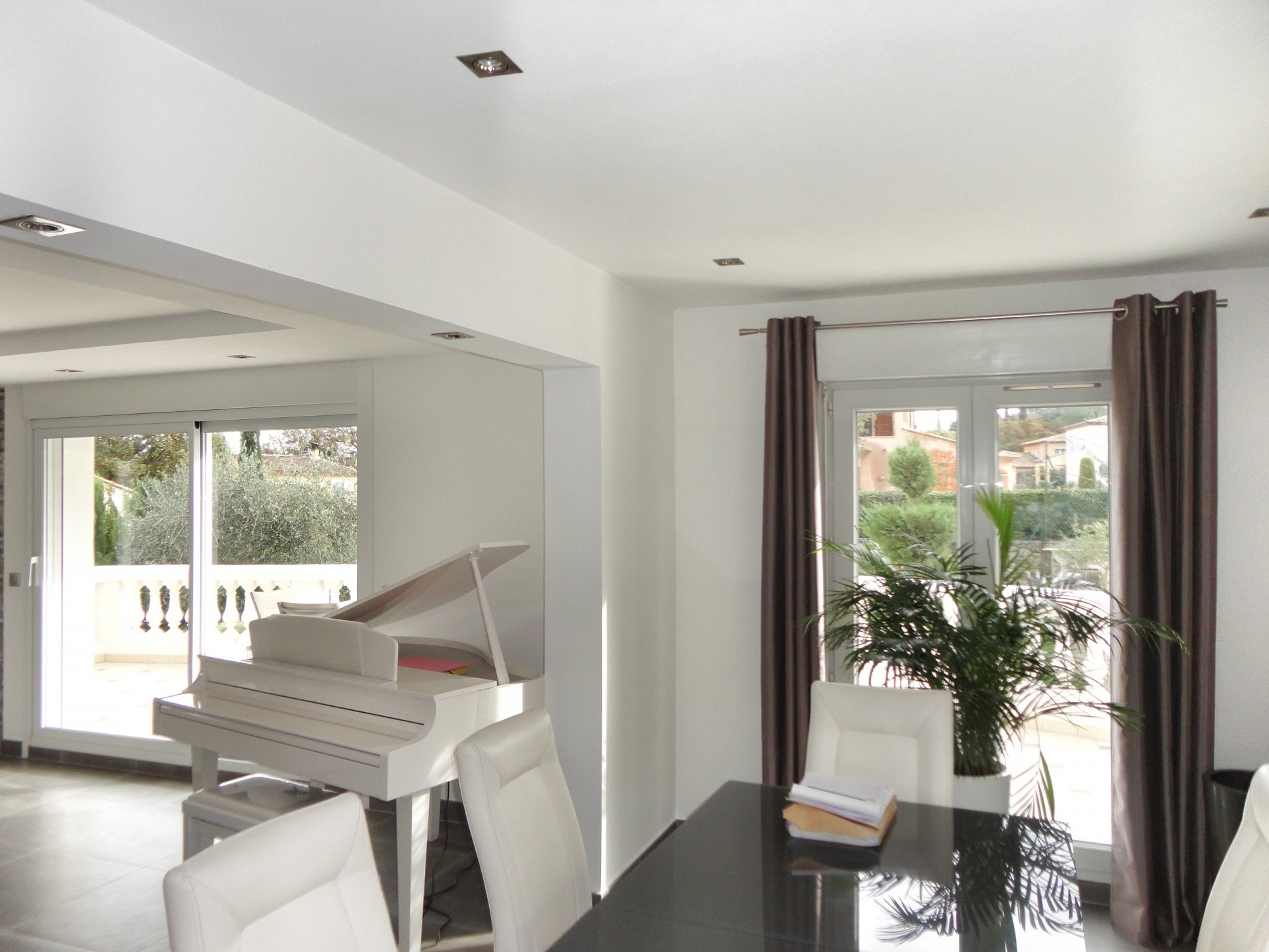 Fayence: bright and modern house with pool