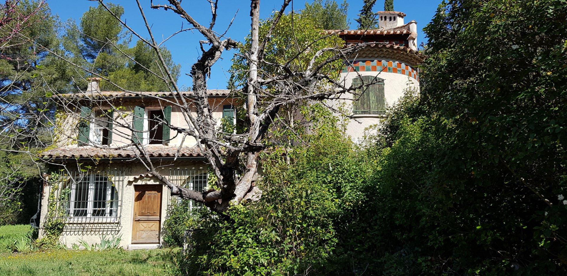 Bastide provençale 237 m² avec dépendances sur 15 000 m²