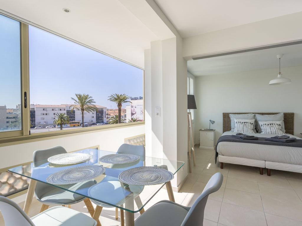 RENOVATED APARTMENT - CANNES