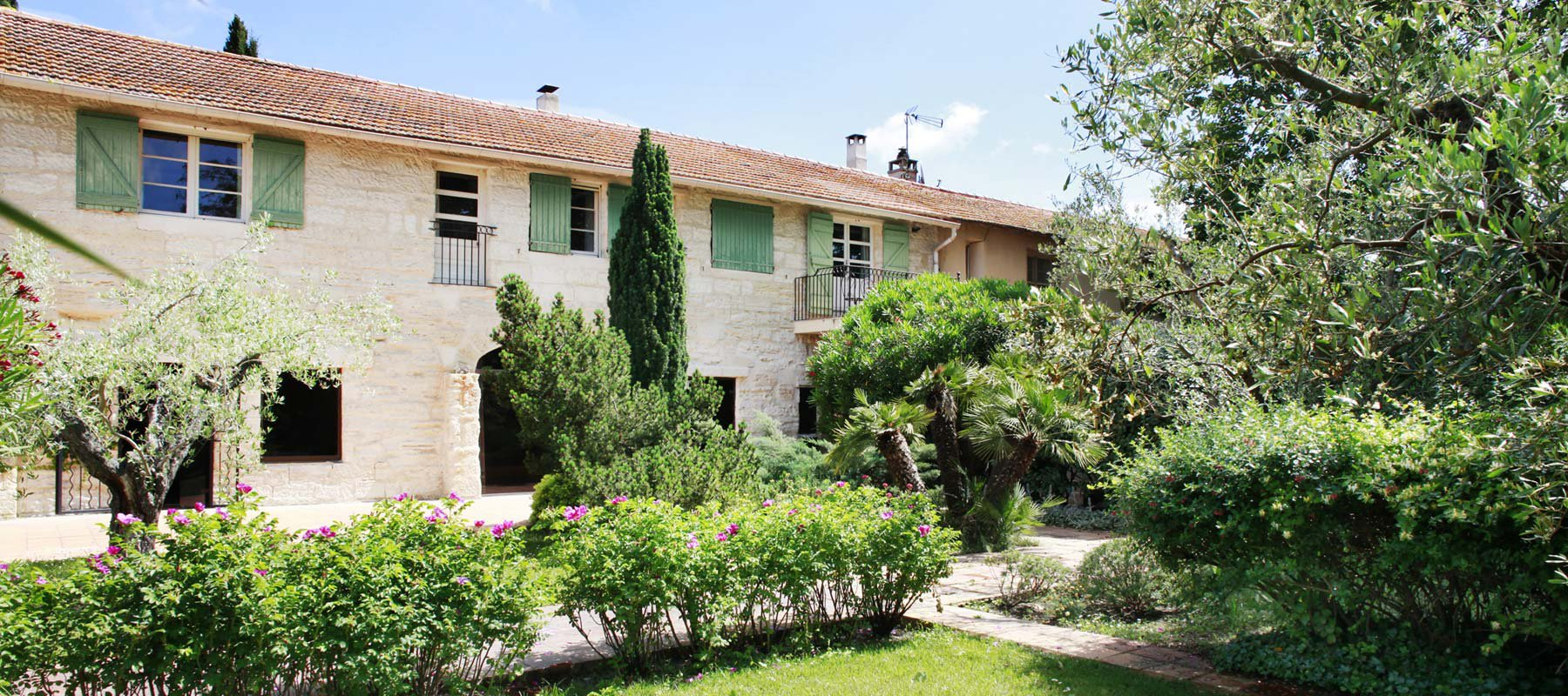 Country estate for sale close to Arles with 6 B&B