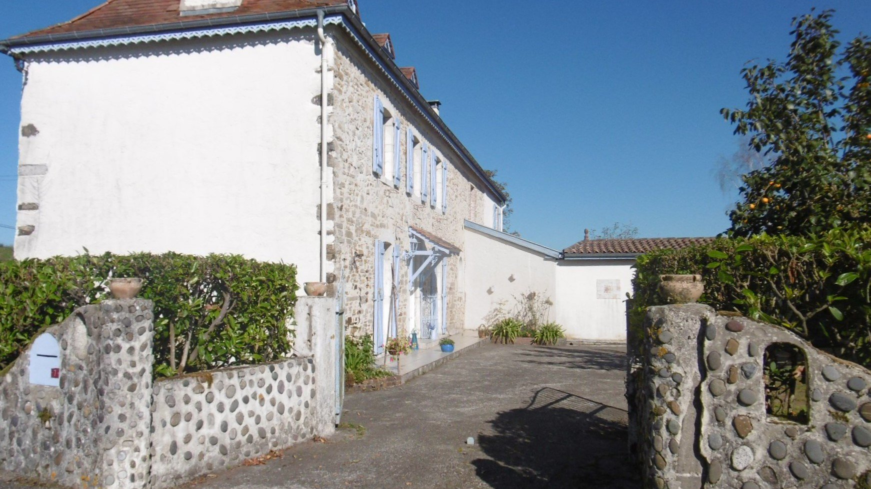 Beautiful authentic 18th century property with independent gîte