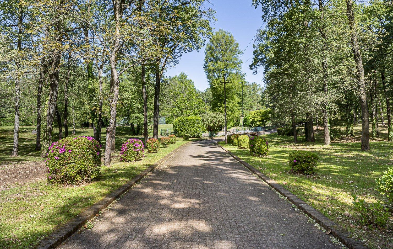 Property surrounded by a park in Borgo Ticino, near the Lake Maggiore
