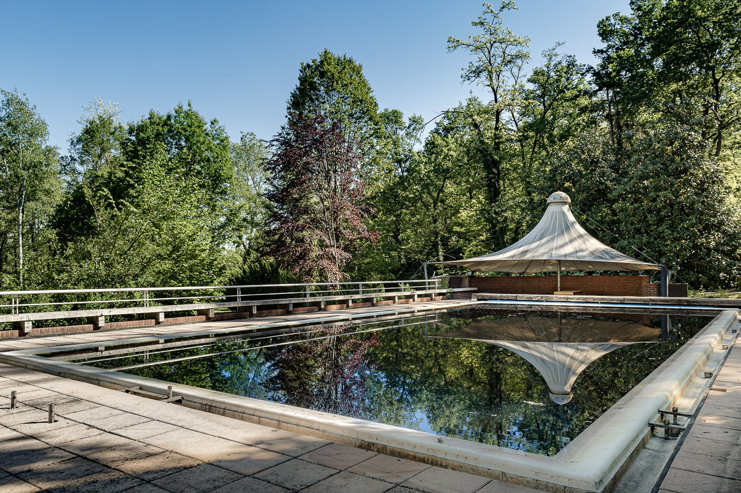 Property in a park in Borgo Ticino, near Lake Maggiore - swimming pool