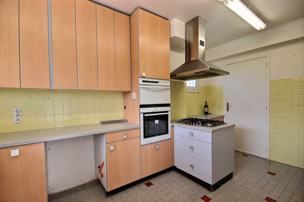PETIT JUAS:Large 4 rooms, terrace full south clear view, garage and private carpark