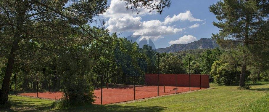 Outstanding property facing the Alpilles