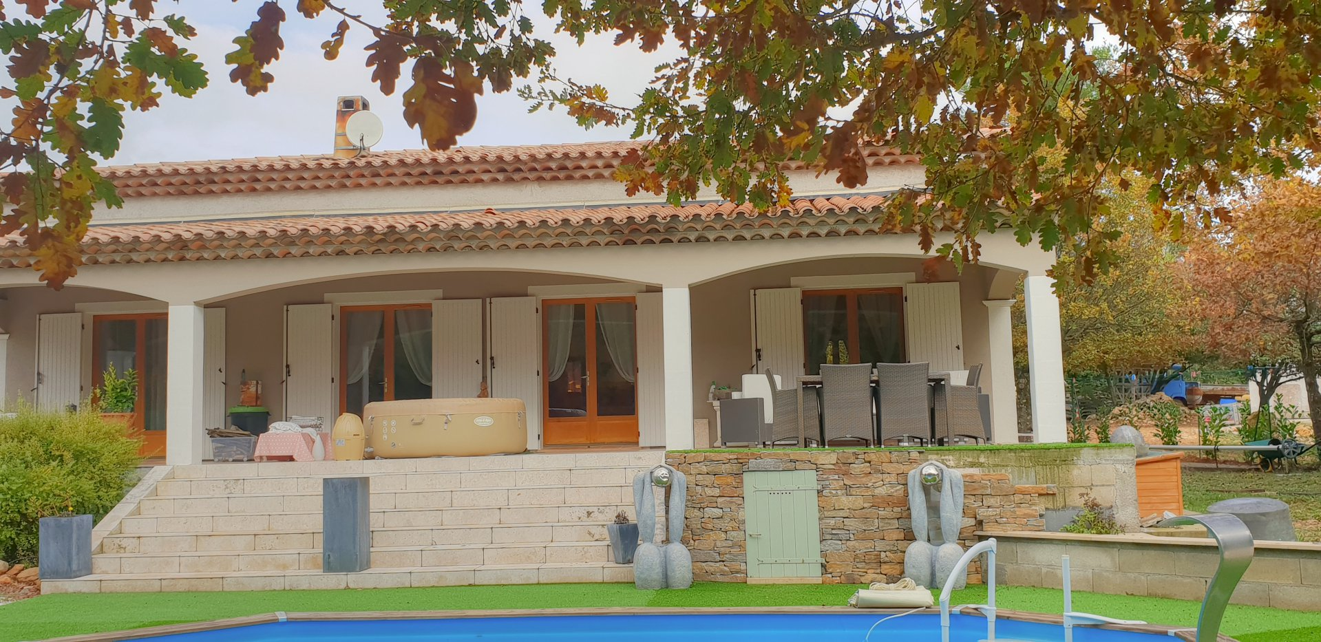 Very large villa in countryside near Tourtour.