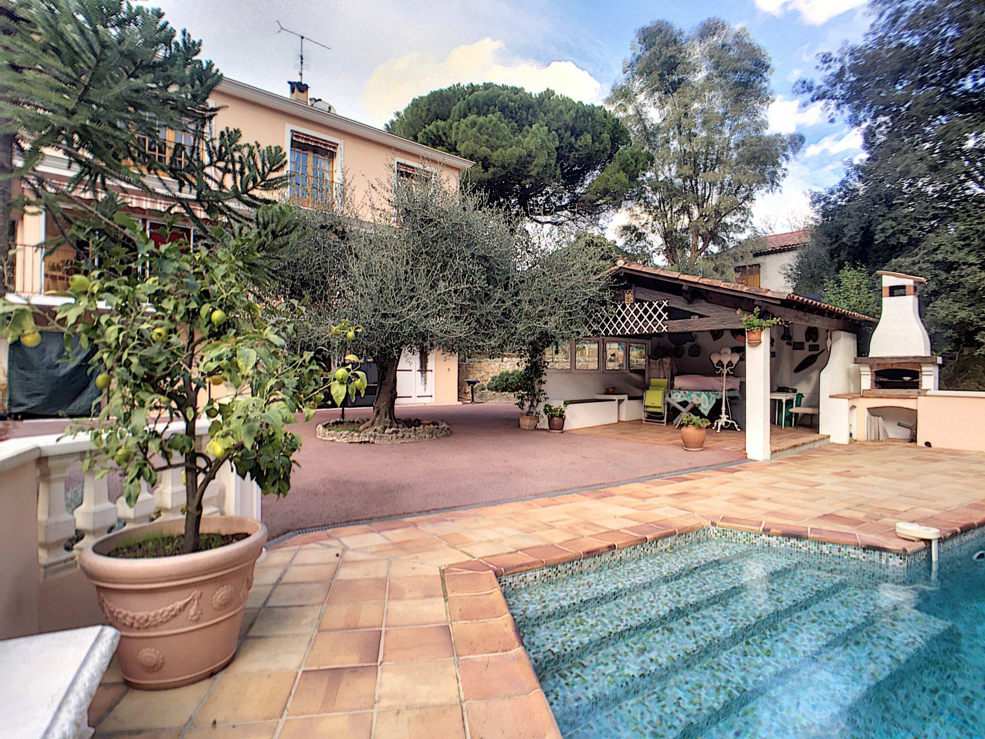 Spacieuse villa familiale dans quartier résidentiel