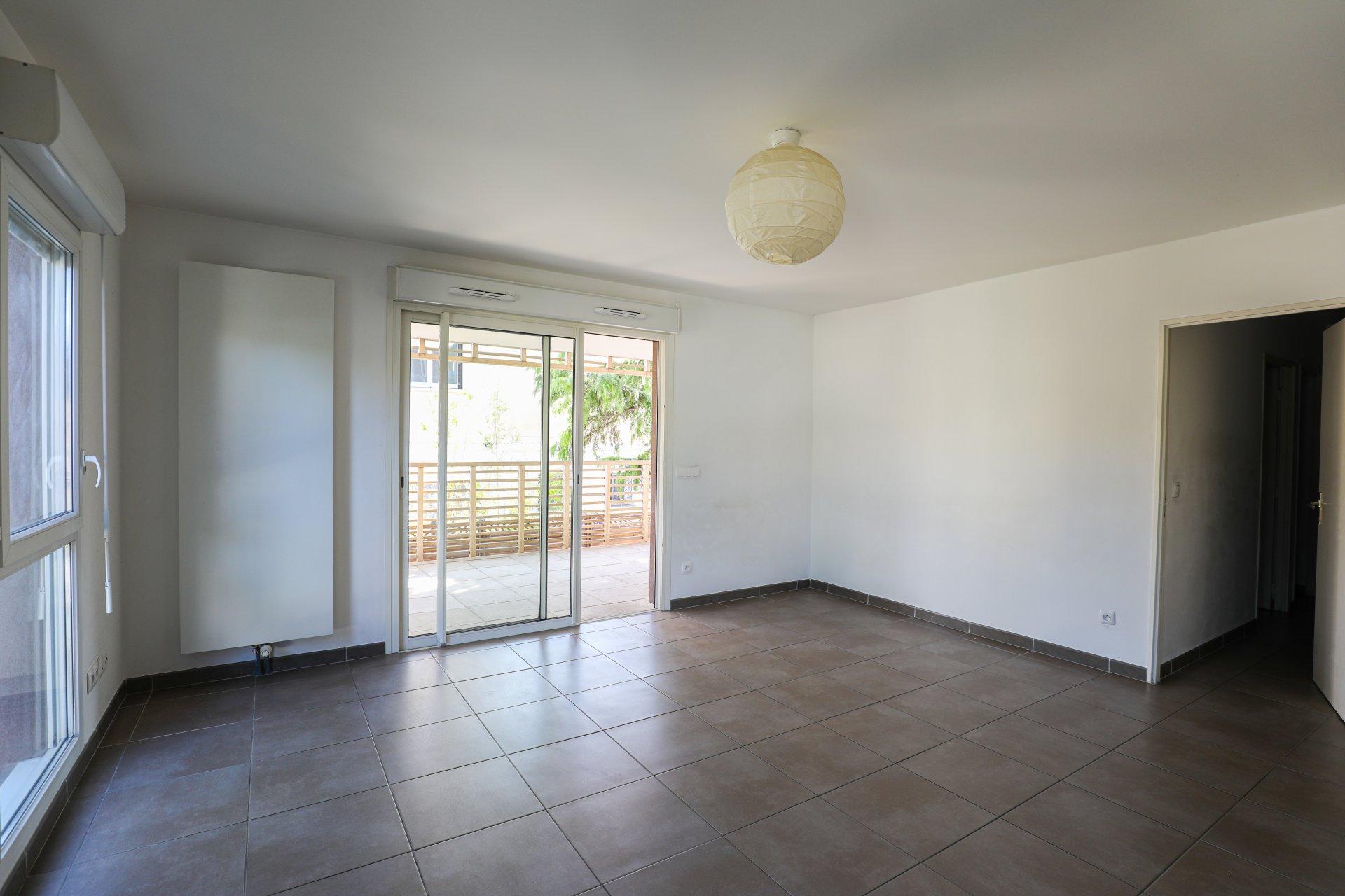 CALME ET MODERNITE - Appartement de type 4 de 81 m2 - Boulevard Barthelemy