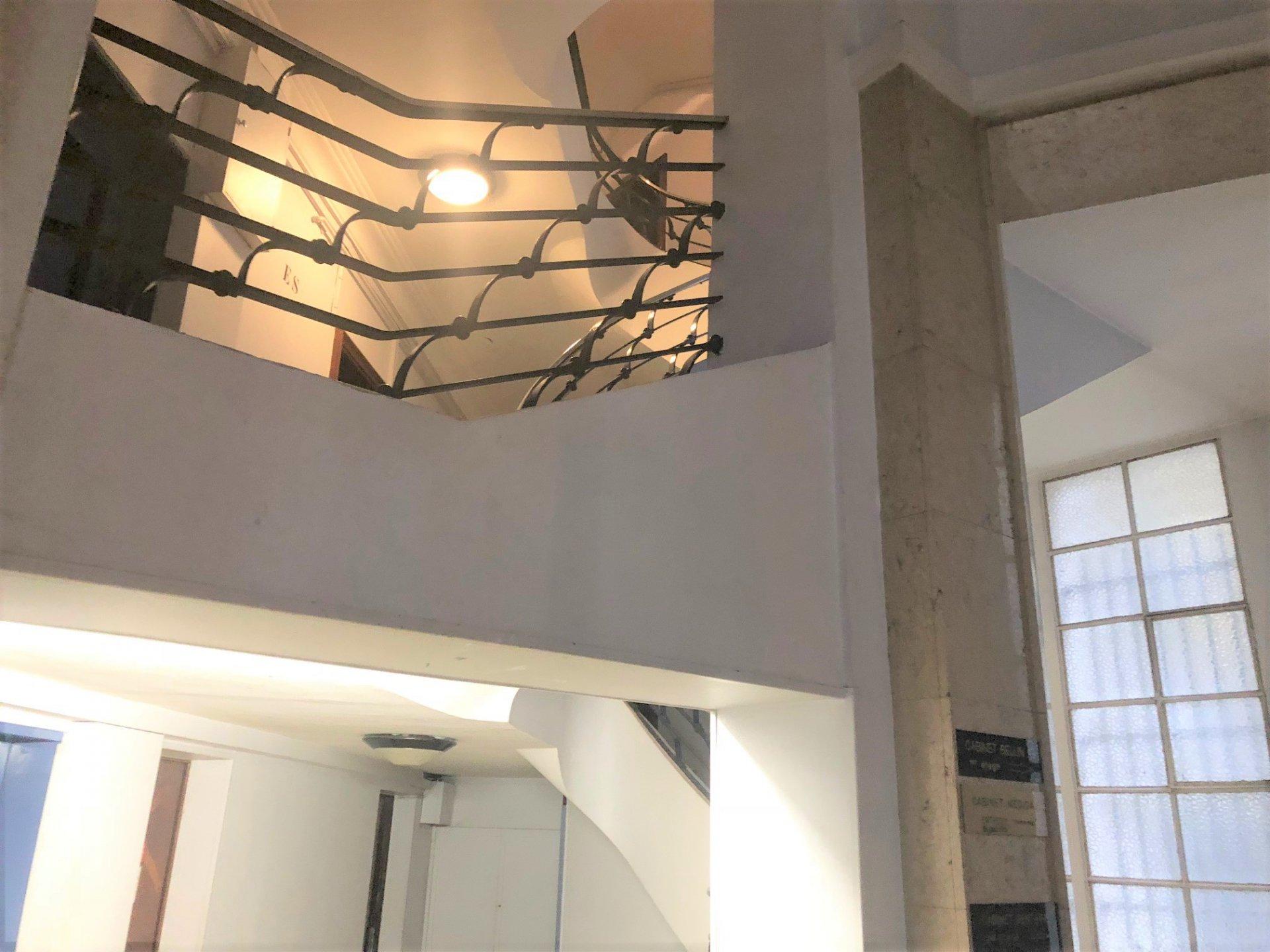 Cage d'escalier de l'immeuble