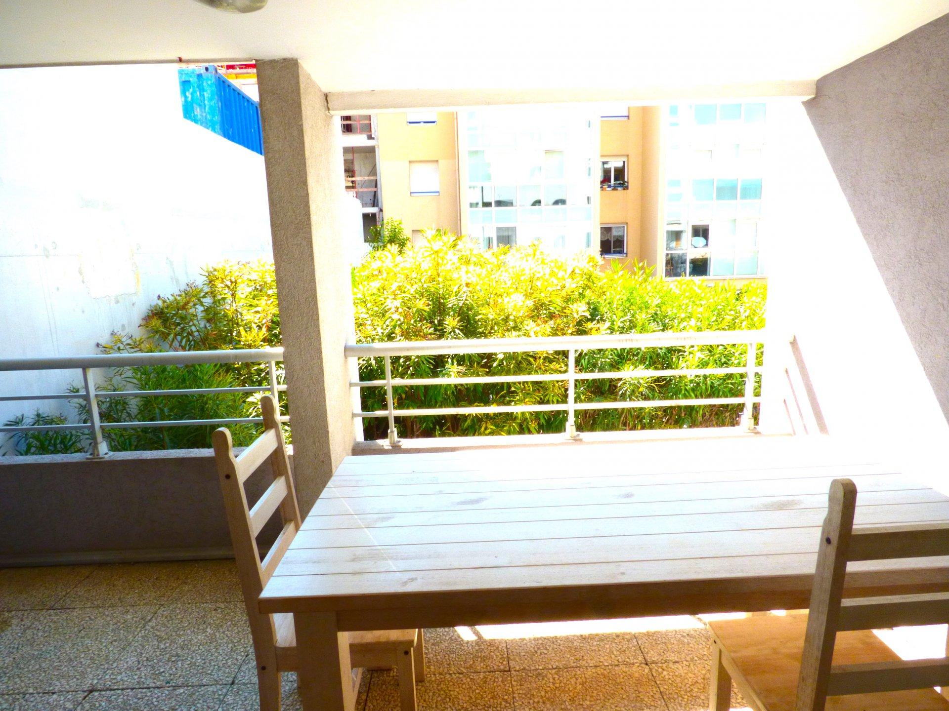 Proche Plage, terrasse, centre ville, 2 P , terrasse,
