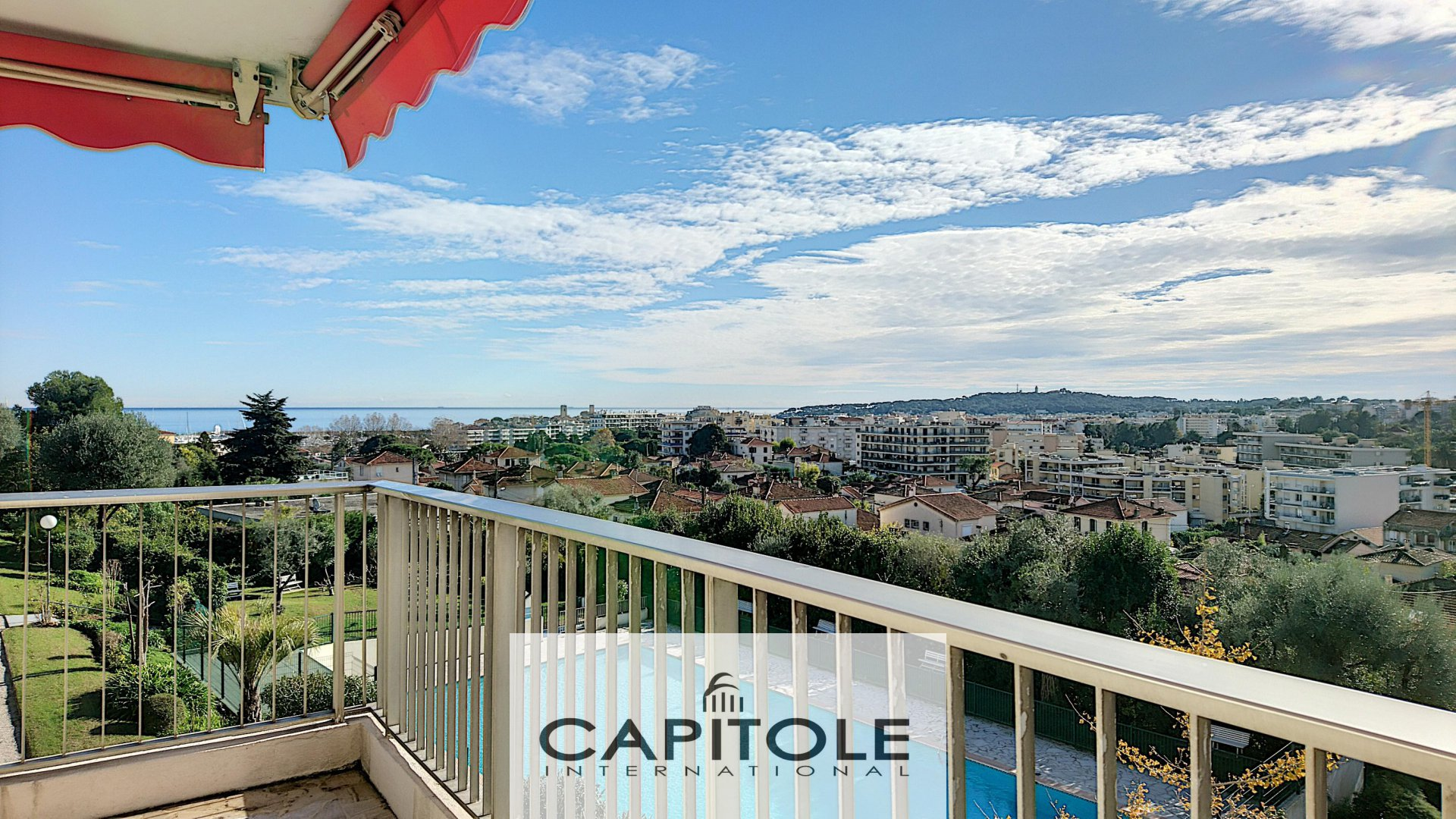 Antibes near center sea view 2 bed flat