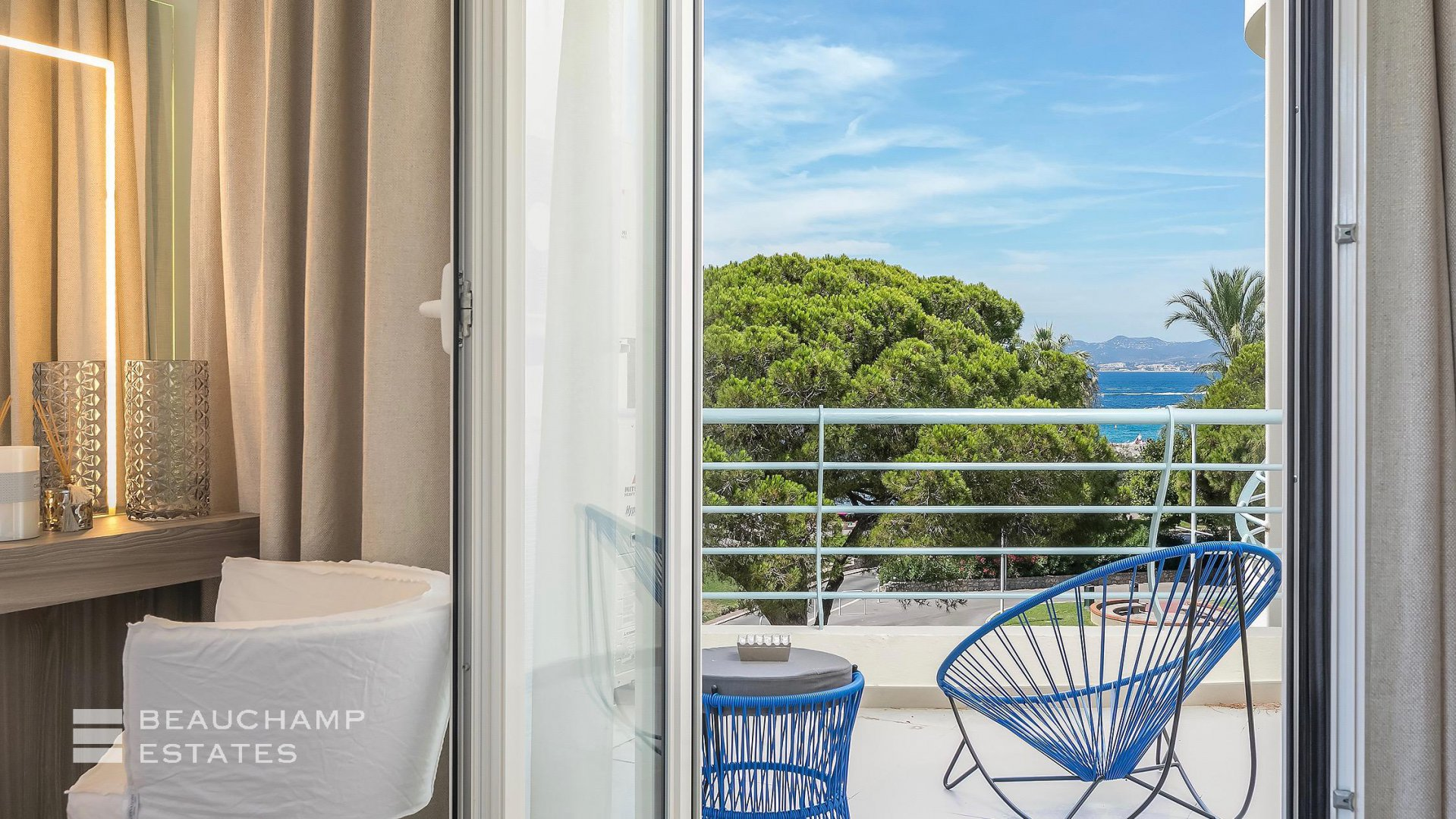 Fantastic 3 Bedrooms Apartment for Sale with Views of the Croisette