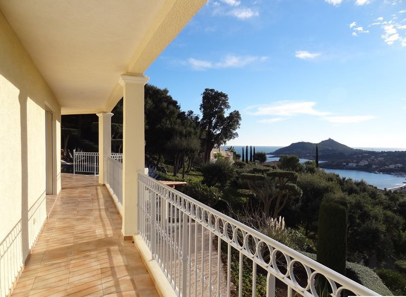 SEA VIEW VILLA  AT AGAY SAINT RAPHAEL