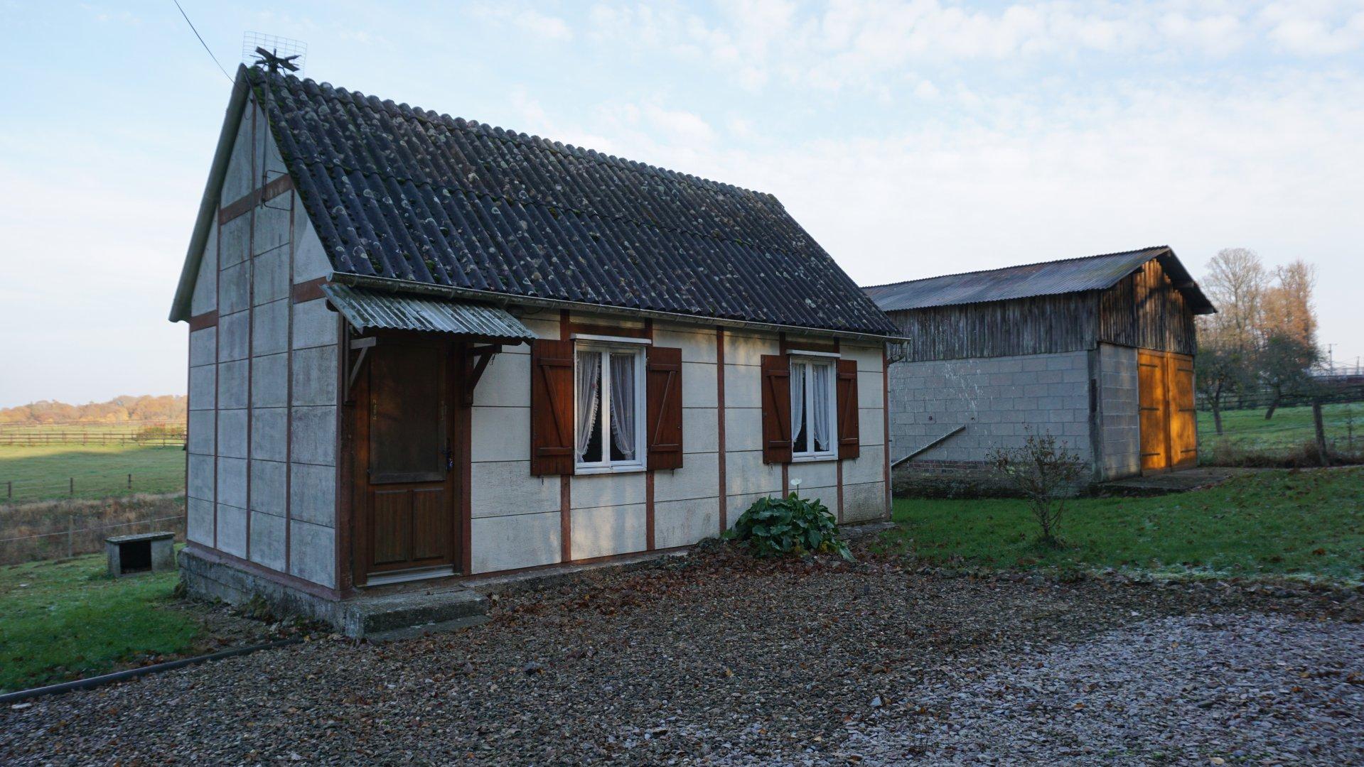 PAYS D'AUGE - CALVADOS Proche de Livarot une maisonnette avec un jardin avec une vue dégagée